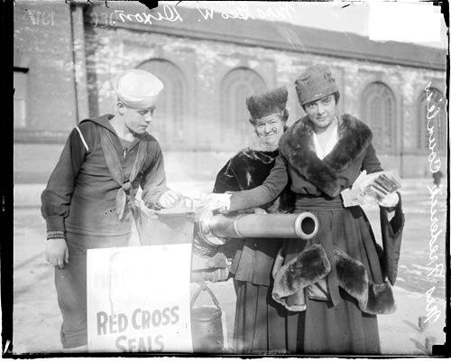 Mrs. George Dixon and Mrs. Frederick Countiss [Eleanor], making a contribution to the Red Cross, Mrs. Countiss looking at camera. Image used for educational purposes only; copyright Chicago History Museum.